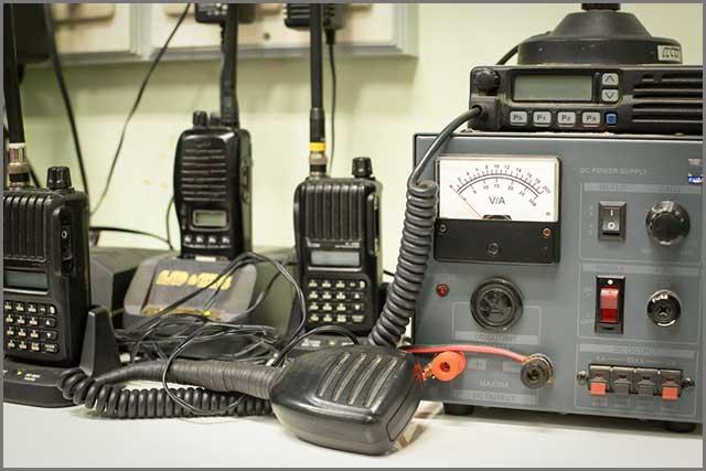 Equipo militar de comunicación por radio